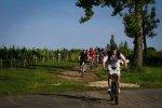 Kilka porad o tym jak wybrać ubiór na jeżdżenie na rowerze w różnych warunkach.